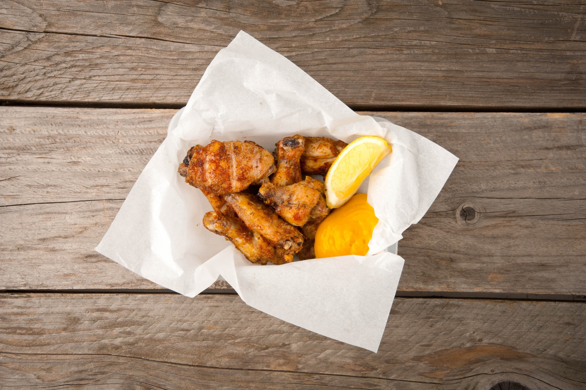 Chicken wings and spicy mayonnaise